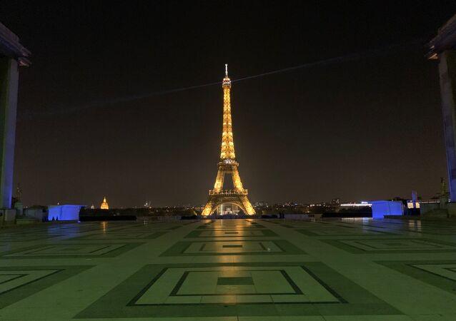 Images de la 1ère soirée du couvre-feu à Paris