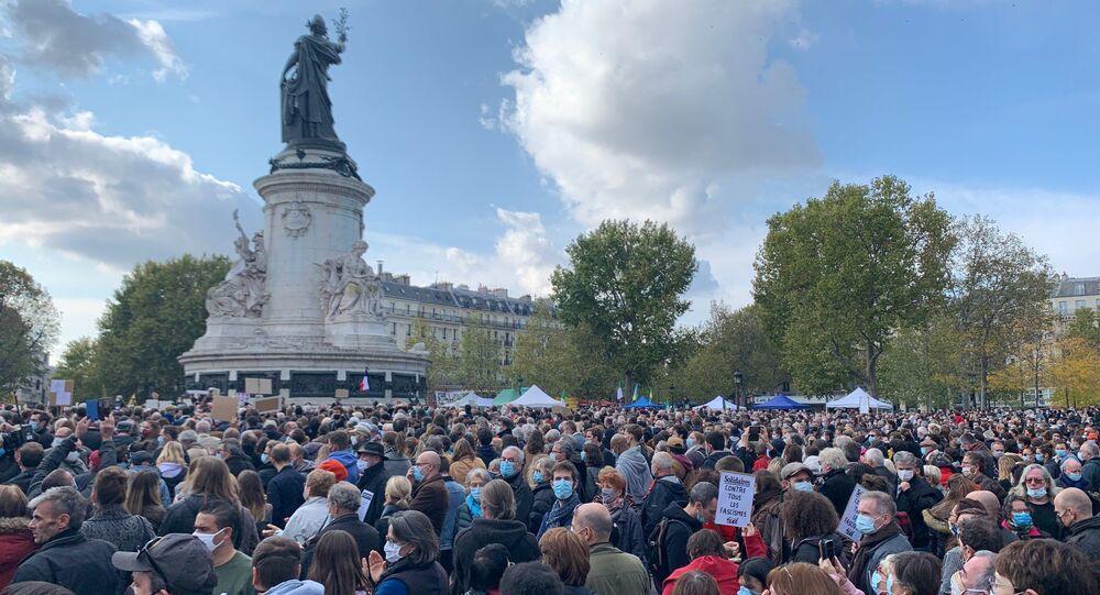 Action d'hommage à Samuel Paty, professeur décapité à Conflans, à Paris, le 18 octobre