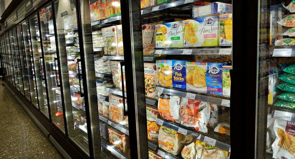 Produits congelés dans un supermarché (image d'illustration)