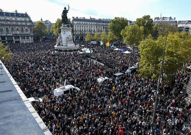Des manifestations à Paris en hommage à Samuel Paty