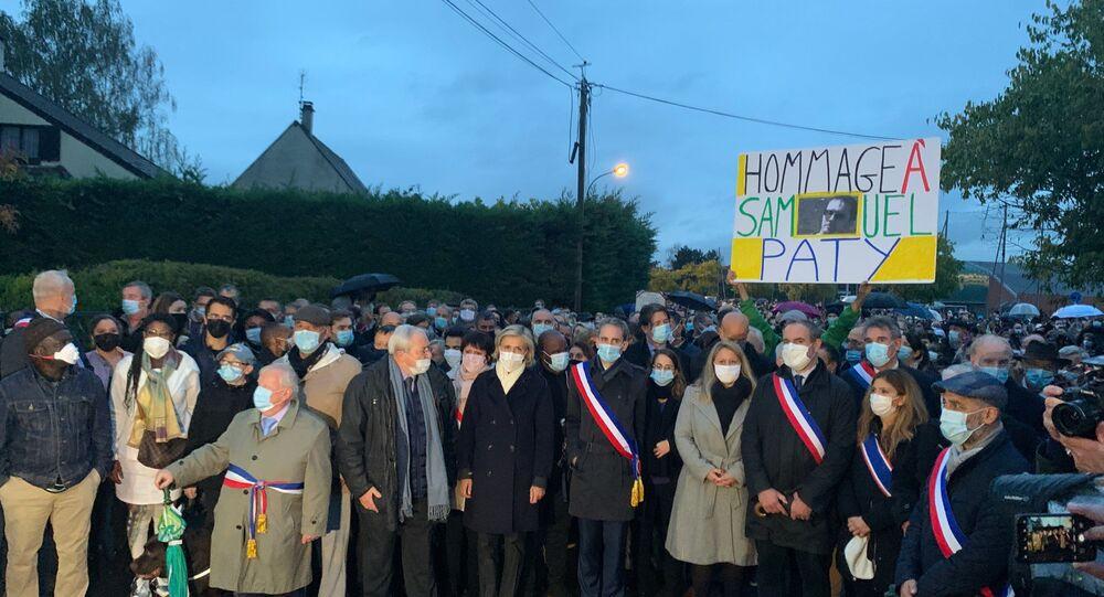 Marche blanche en hommage au professeur Samuel Paty à Conflans
