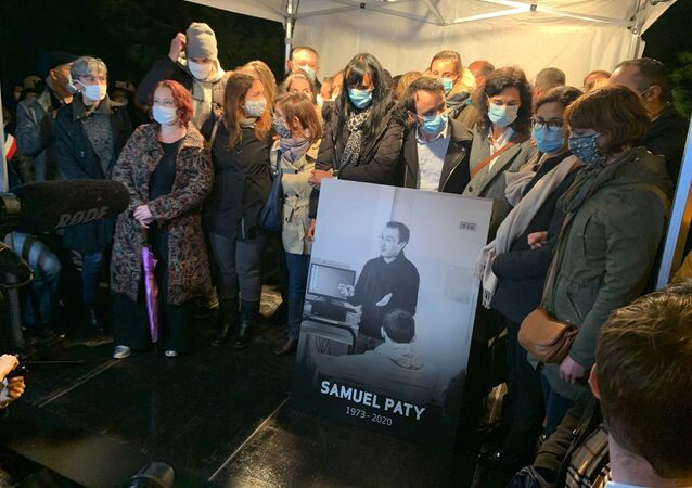 Marche blanche en hommage au professeur Samuel Paty à Conflan