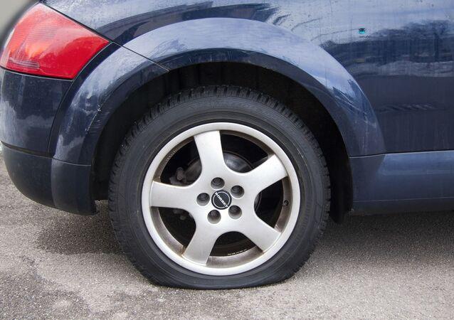 Un pneu dégonflé (image d'illustration)