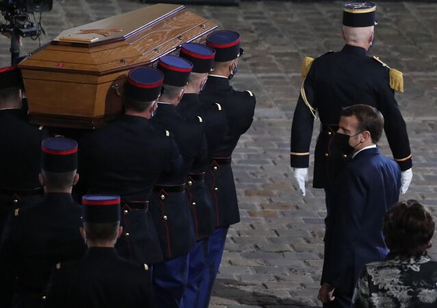 Hommage au professeur Samuel Paty à la Sorbonne avec la participation de Macron
