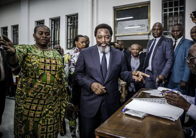 Joseph Kabila arrivant au bureau de vote