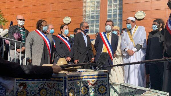 L'imam de Drancy présidant une prière en hommage à Samuel Paty, 23 octobre 2020 - Sputnik France