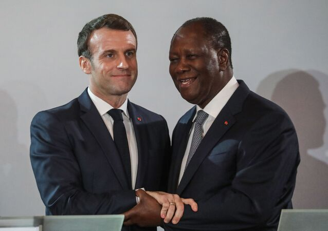 Emmanuel Macron et Alassane Ouattara (Photo by ludovic MARIN / AFP)