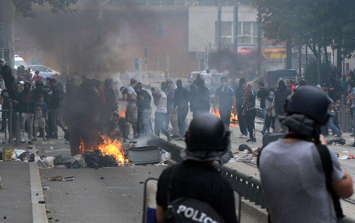 Affrontements entre police française et manifestants propalestiniens