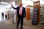 Donald Trump dans un bureau de vote en Floride (24 octobre 2020)