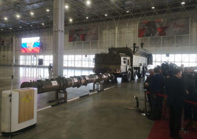 Le missile russe 9M729 et un système de lancement Iskander-M présentés aux attachés militaires étrangers (archive photo)
