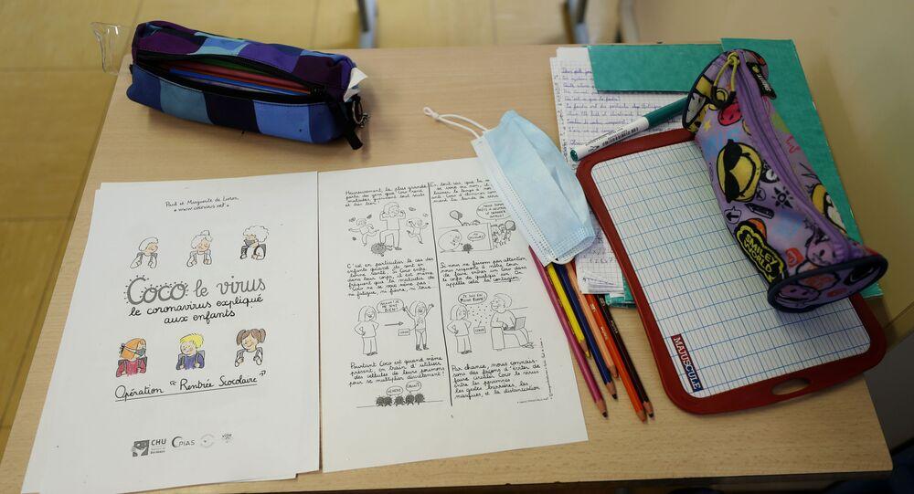 Une salle de classe dans une école