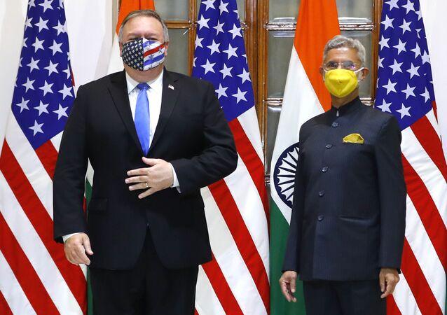 Le Secrétaire d'Etat américain, Mike Pompeo, et le ministre indien des Affaires extérieures, Subrahmanyam Jaishankar à New Delhi, Inde, le 26 octobre 2020. (Adnan Abidi/Pool via AP)