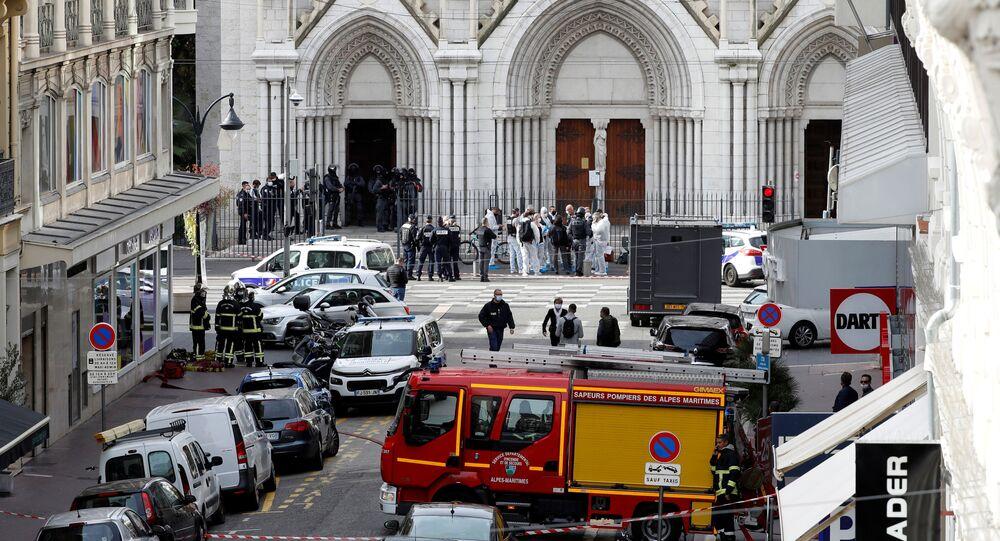 Sur les lieux de l'attentat