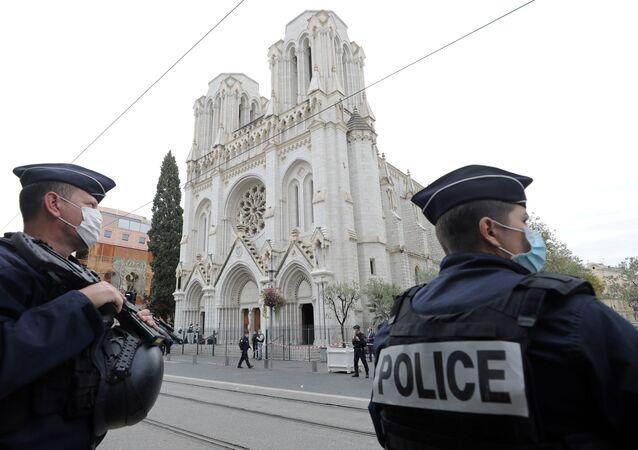 Sur les lieux de l'attaque de Nice