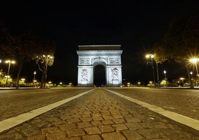 Face au Covid, la France s'enferme de nouveau