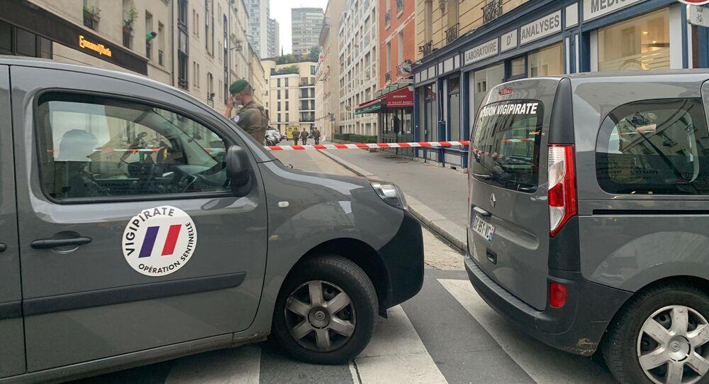 Des policiers ont neutralisé dans le XVe arrondissement de Paris un homme qui s'est jeté sur eux avec deux couteaux, 30 octobre 2020