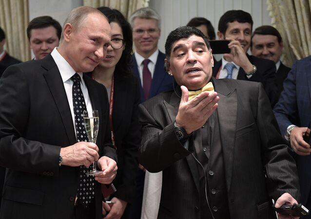 Vladimir Poutine et Diego Maradona