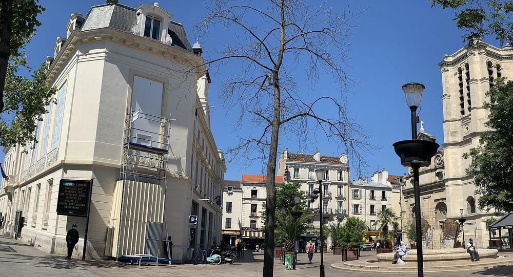 Place de l'Hôtel de Ville, Aubervilliers.