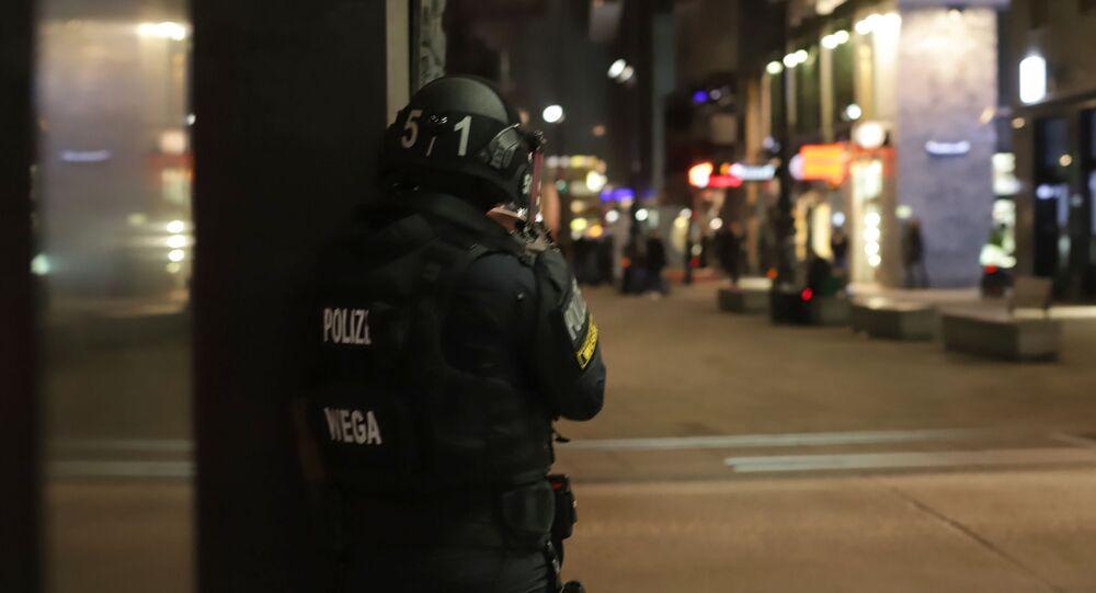 La police devant une synagogue de Vienne, le 2 novembre