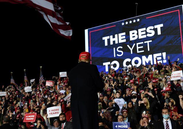 Donald Trump lors tient un discours préélectoral