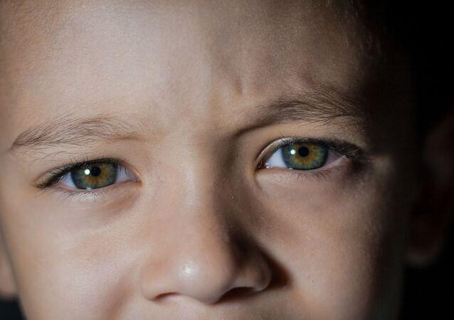 Les yeux d'enfant. Regard. Tristesse. Image d'illustration