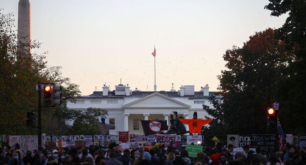 Des centaines de personnes réunies  sur la Black Lives Matter Plaza de Washington