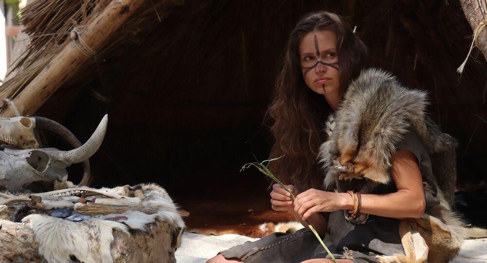 Femme préhistorique (image d'illustration)