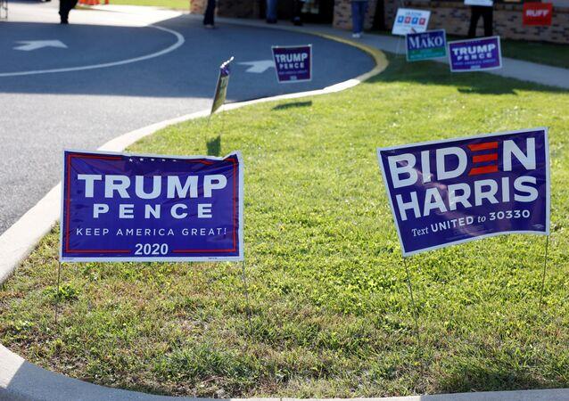 Des panneaux de campagne le jour de l'élection à Cherryville, en Pennsylvanie, le 3 novembre 2020