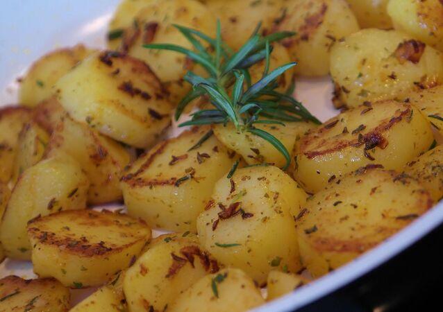 Un plat de pommes de terre