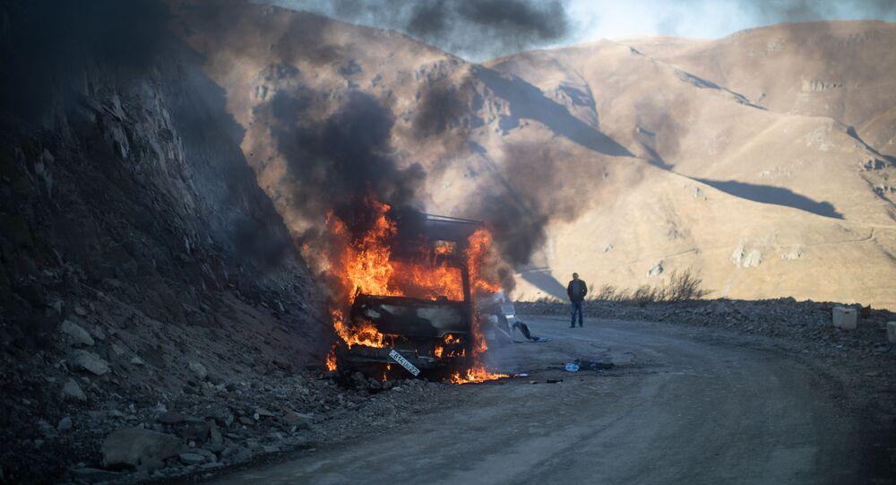 Les tensions dégénèrent en guerre dans le Haut-Karabakh
