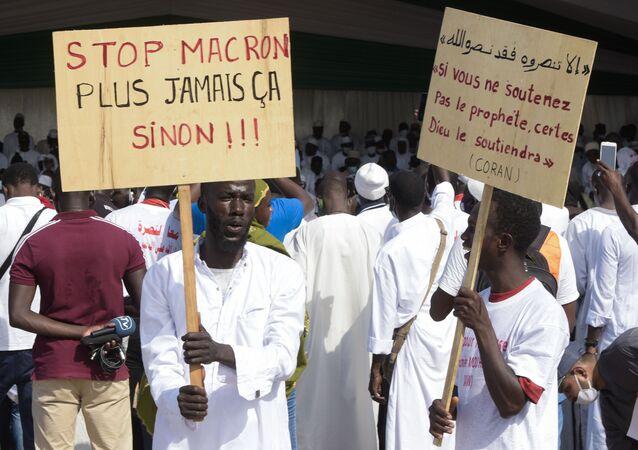 Manifestation anti-Macron à Dakar