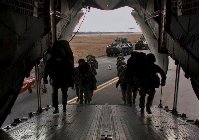 Embarquement de troupes de maintien de la paix