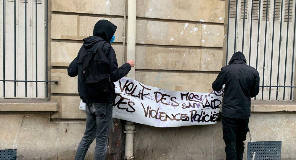 Grévistes devant le lycée Colbert, Paris, le 10 novembre