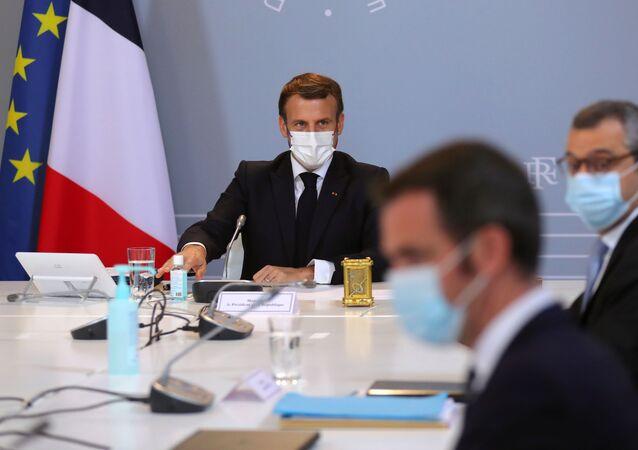 Emmanuel Macron, Olivier Véran et Alexis Kohler lors d'un Conseil de défense, le 12 novembre 2020