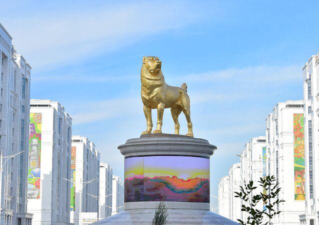 Le monument au chien de race alabai à Achgabat