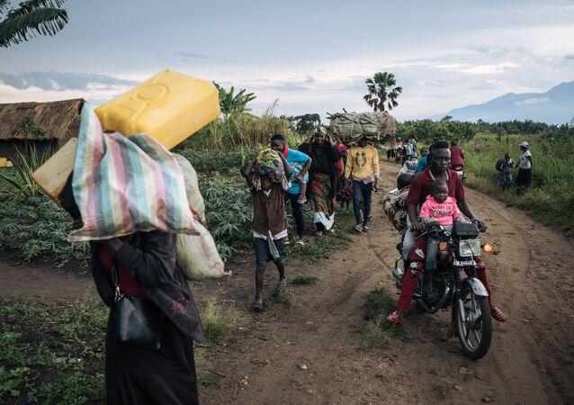 Des réfugiés fuient leur village de Halungupa, près de Béni, après l'attaque des AFD en RDC
