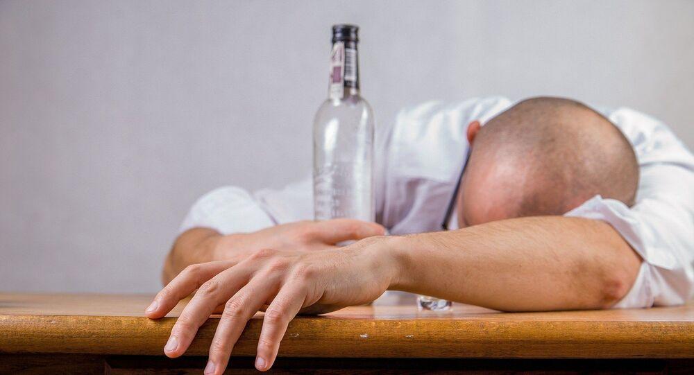 Un homme ivre (image d'illustration)