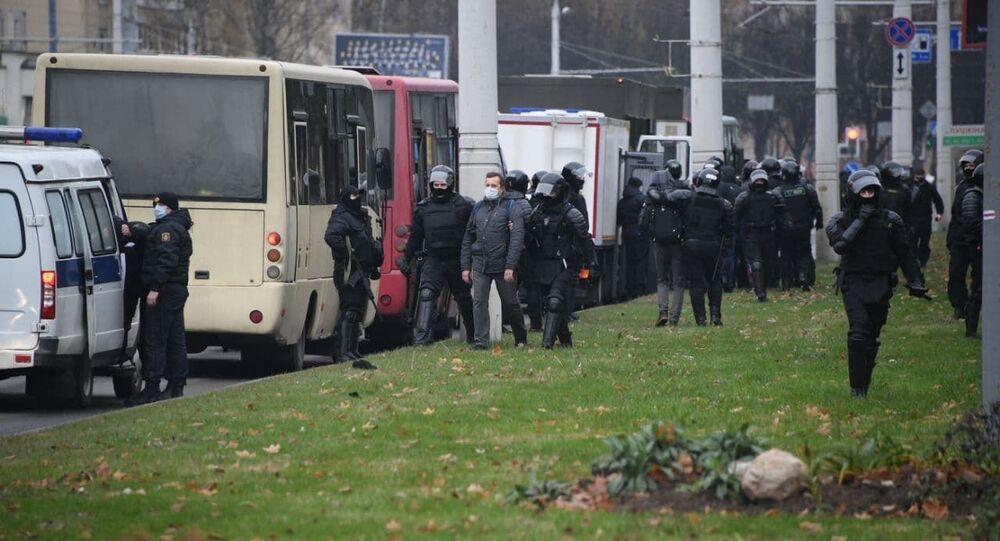 Les forces de l'ordre à Minsk, le 15 novembre