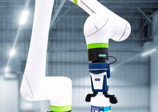 Le CRX, robot qui représente un bras artificiel, élaboré par FANUC
