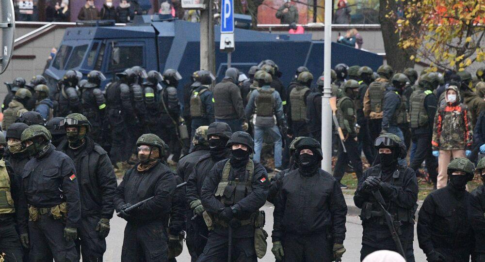 Les forces de l'ordre à Minsk, le 15 novembre 2020
