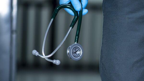 Un médecin avec un stéthoscope - Sputnik France