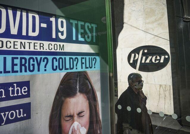Près du QG de Pfizer à New York