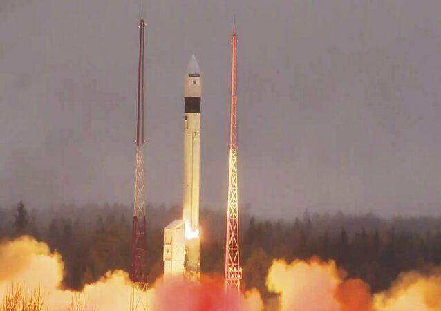 Le satellite d'observation de la Terre, Sentinel-5P, décolle du cosmodrome de Plessetsk en Russie, le 13 octobre 2017