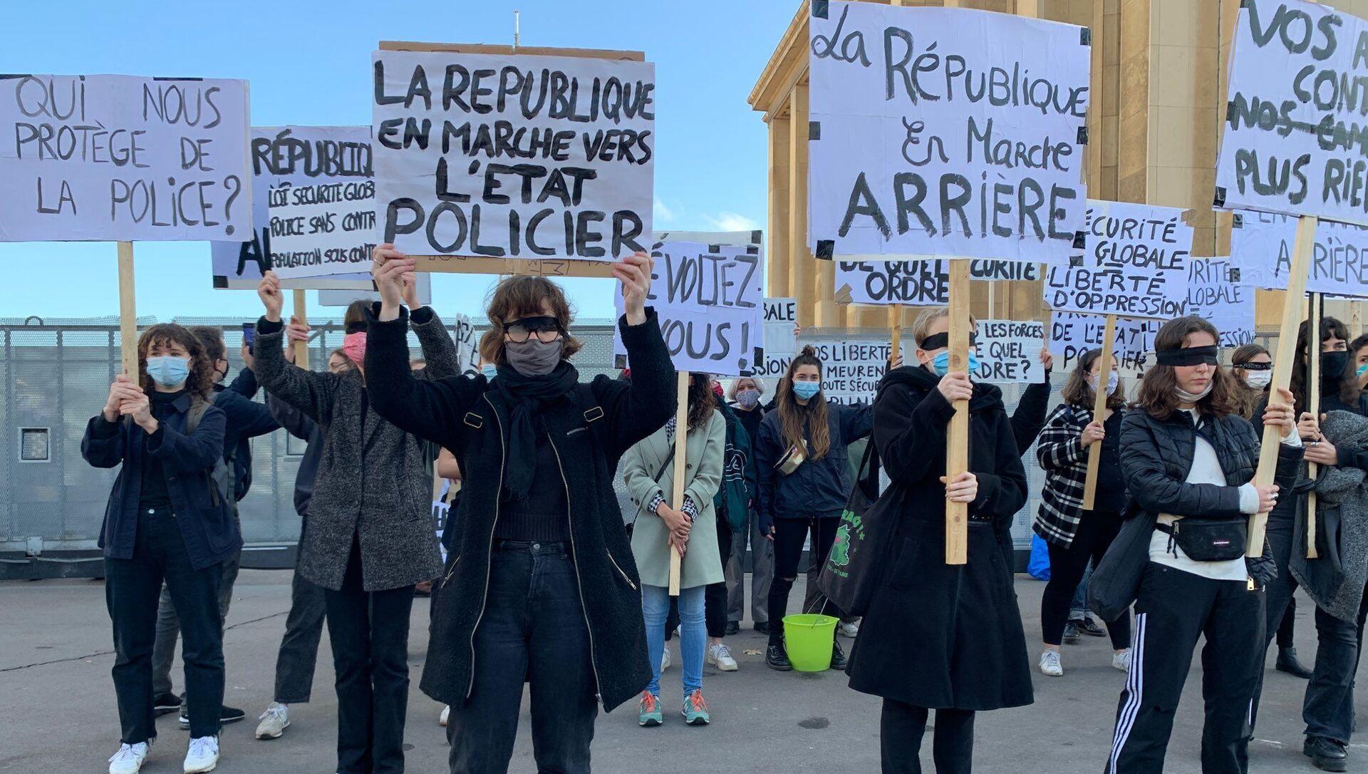 Manifestation contre la loi «sécurité globale» à Paris, 21 novembre 2020 - Sputnik France, 1920, 16.03.2021