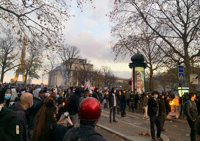 Tensions lors du rassemblement contre la loi sur la Sécurité globale à Paris