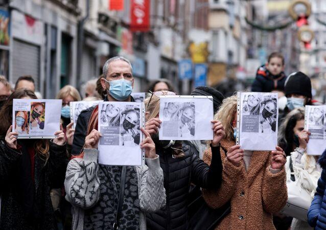 Une coiffeuse de 24 ans se suicide en pleine confinement, des Belges lui rendent hommage