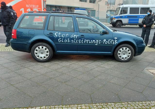 Une voiture a percuté la grille d'entrée de la chancellerie d'Angela Merkel à Berlin, le 25 novembre 2020