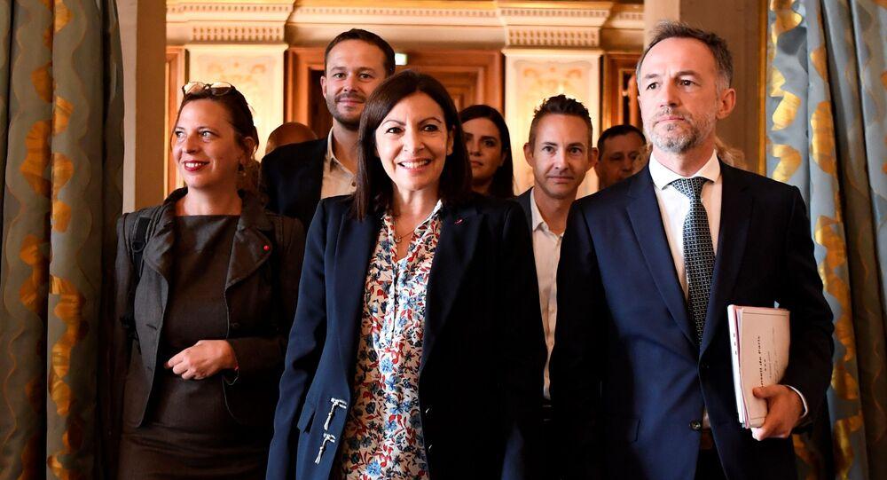 La maire de Paris Anne Hidalgo avec les adjoints à la maire Ian Brossat (PCF), David Belliard (EELV) et Emmanuel Gregoire (PS)