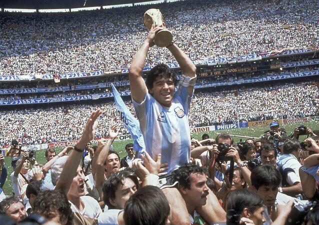 Maradona après la victoire de l'Argentine lors de la Coupe du Monde 1986