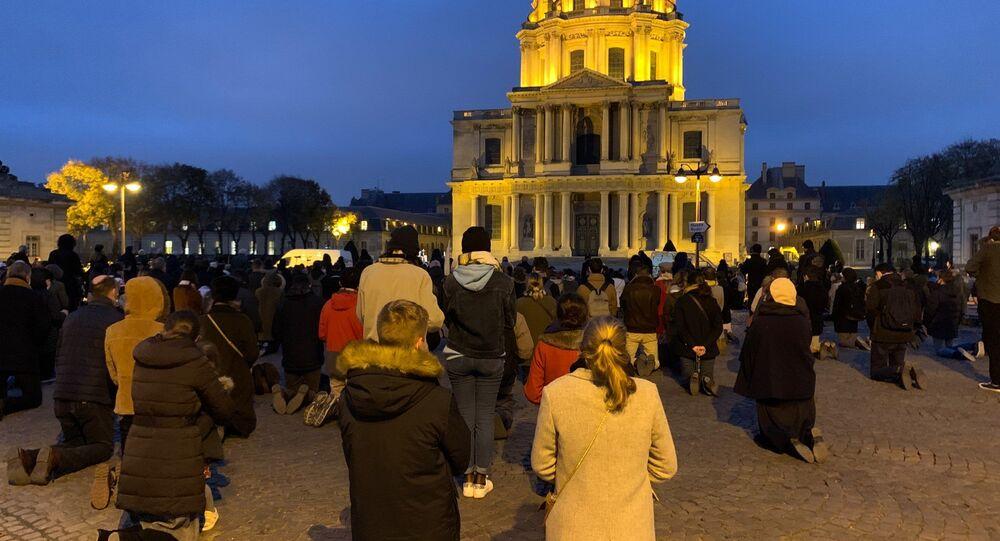 Nouveau rassemblement des catholiques place Vauban pour dénoncer les mesures sanitaires bridant le culte, 29 novembre 2020